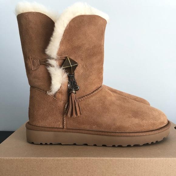 "c5b80e78937 UGG ""Lilou"" Chestnut Boots. SIZE 9"